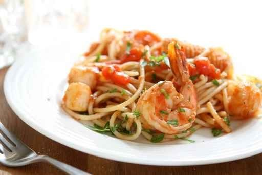 spagetti-s-kalmarami-i-krevetkami